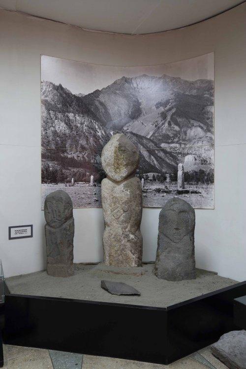 Музей археологии и этнографии Алтайского государственного университета. Тюркские каменные изваяния