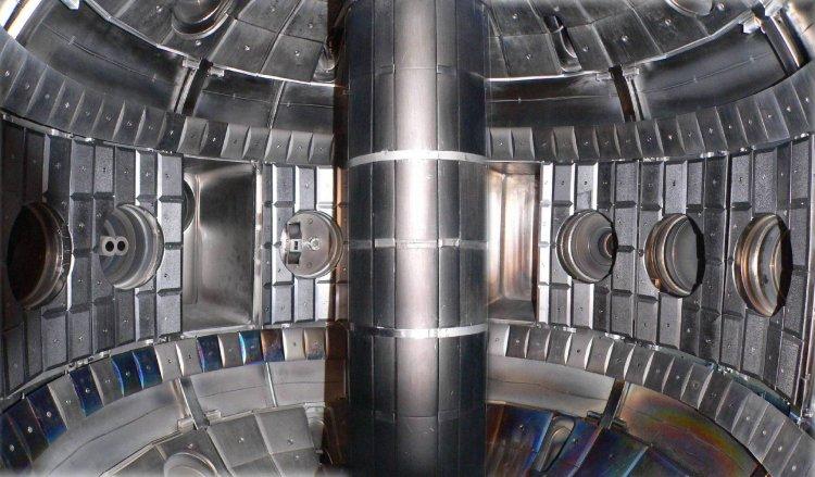 Внутренний вид камеры токамака Глобус-М