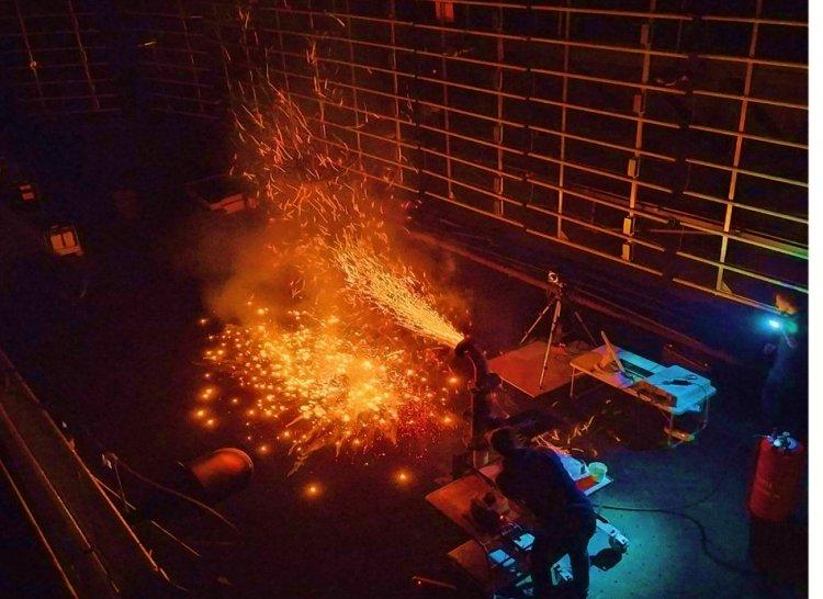 Экспериментальная работа генератора горящих и тлеющих частиц
