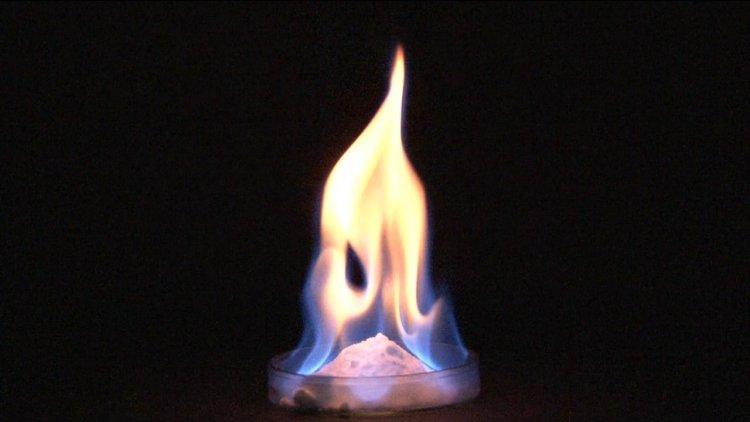 Горение метанового газогидрата. Изображение: AIST Public Relation/YouTube